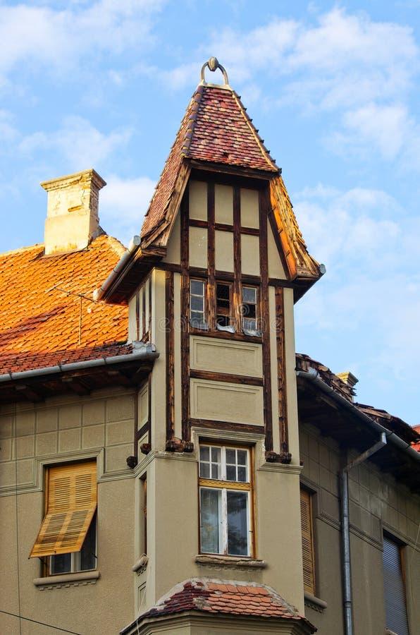 Altes Apartmenthaus, Rumänien stockfotografie