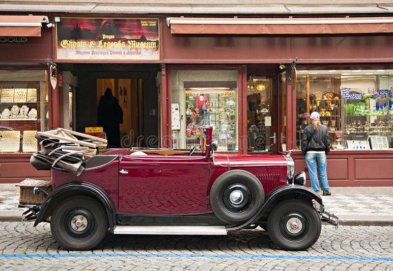 Download Altes Auto redaktionelles stockfotografie. Bild von system - 26362962