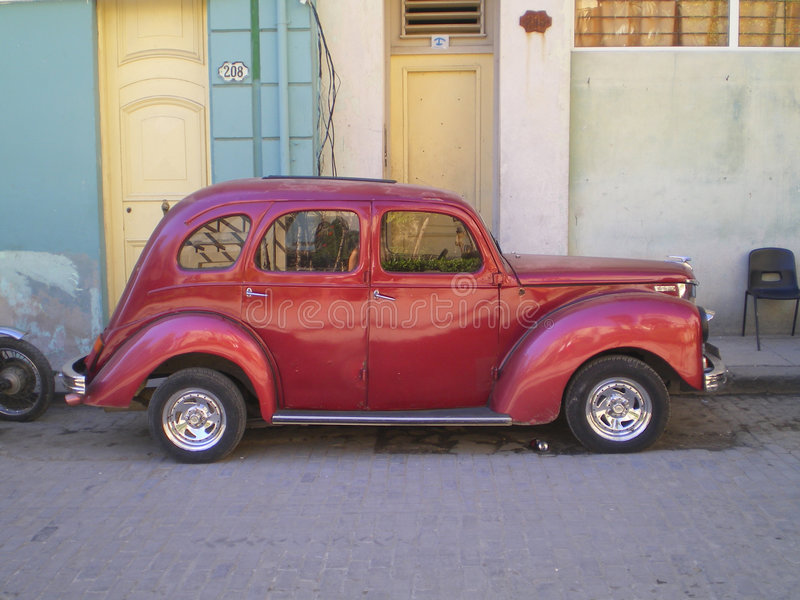 Altes Auto auf der Straße, Havana lizenzfreies stockbild