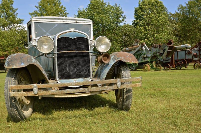 Altes Auto des Modells T an dreschender Show stockfoto
