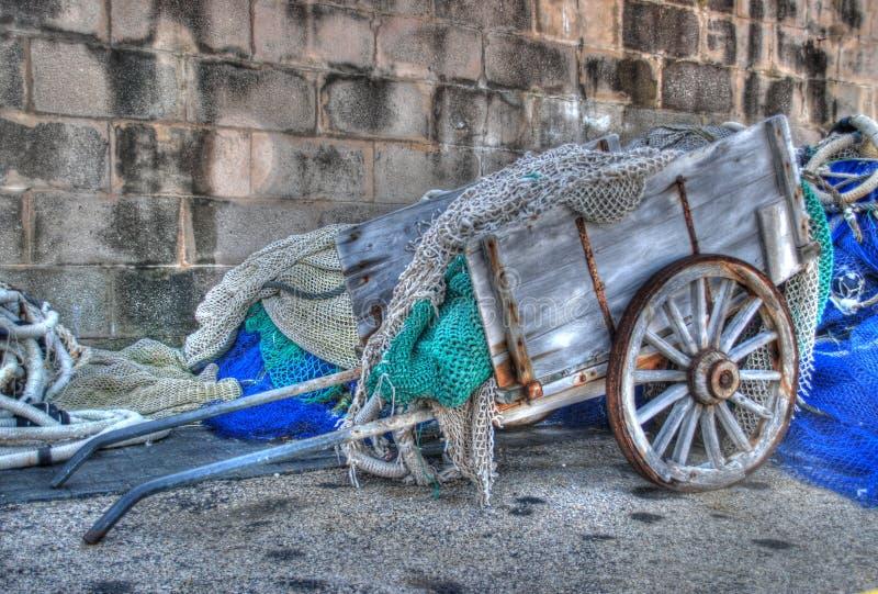 Altes Auto geladen mit Netzen lizenzfreie stockfotografie