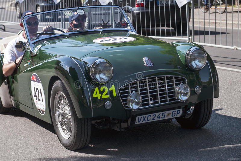 Altes Auto im Mille Miglia-Rennen stockfotos