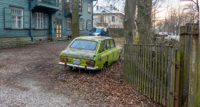 Altes Auto produzierte die Sowjetunion lizenzfreie stockbilder