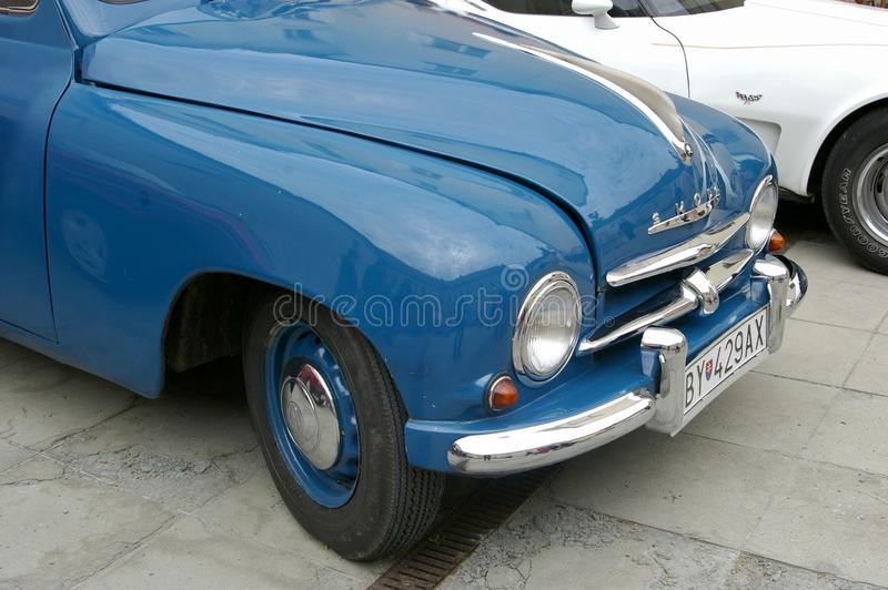 Altes Autoblau SKODA lizenzfreie stockbilder