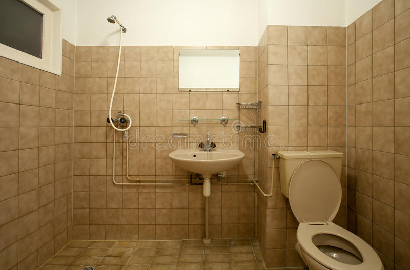 Altes Badezimmer stockfoto Bild von leer fußboden braun