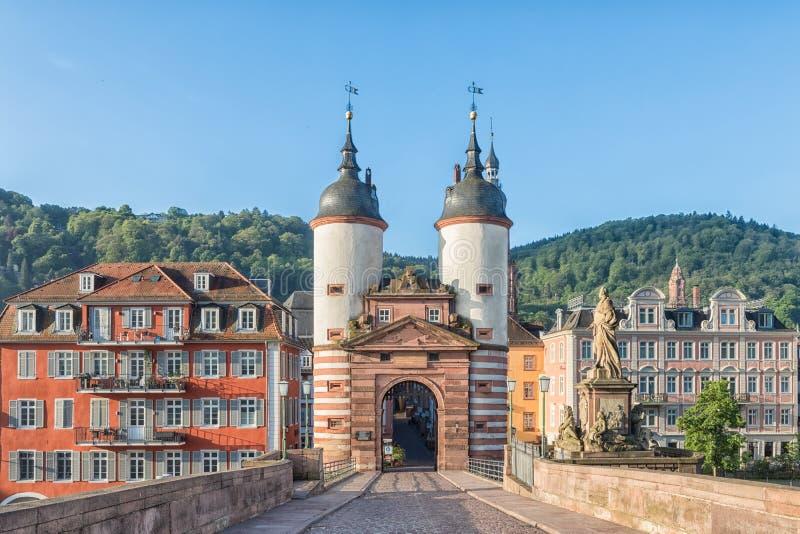 Altes Brücken-Tor in Heidelberg, Deutschland stockfotografie