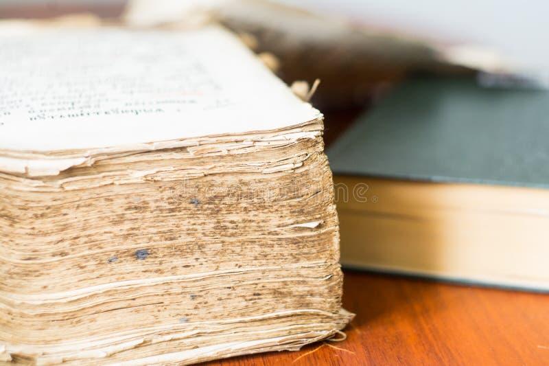 Altes Buch altes slawisches Evangelium stockbilder