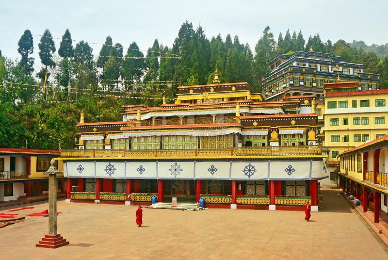 Altes buddhistisches Kloster und Mönche lizenzfreies stockfoto