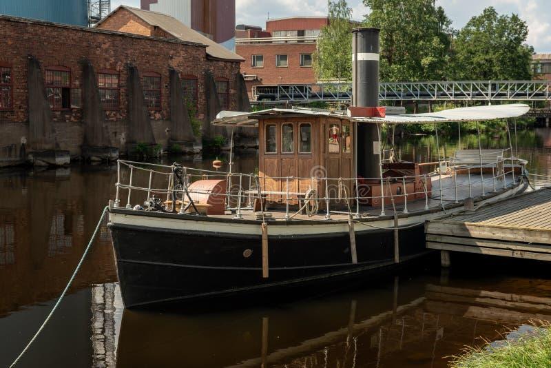 Altes Dampfboot verankerte an einem Pier stockfotos