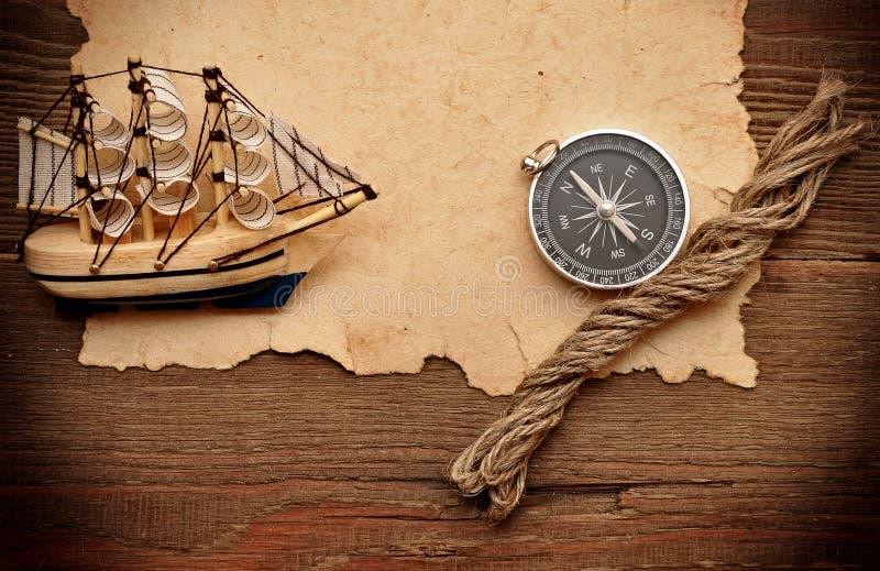 Altes des Seils und vorbildlichen klassisches Boot des Papiers, des Kompassses, lizenzfreies stockbild