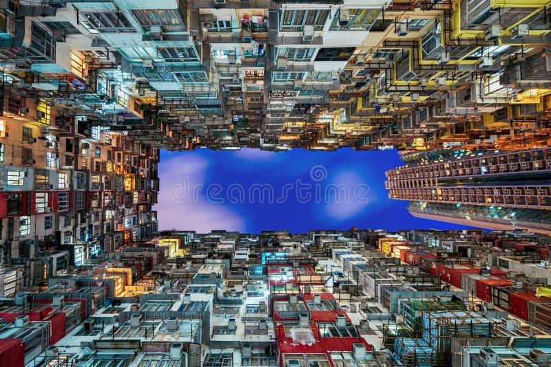 Altes dichtes Gebäude lizenzfreie stockfotografie
