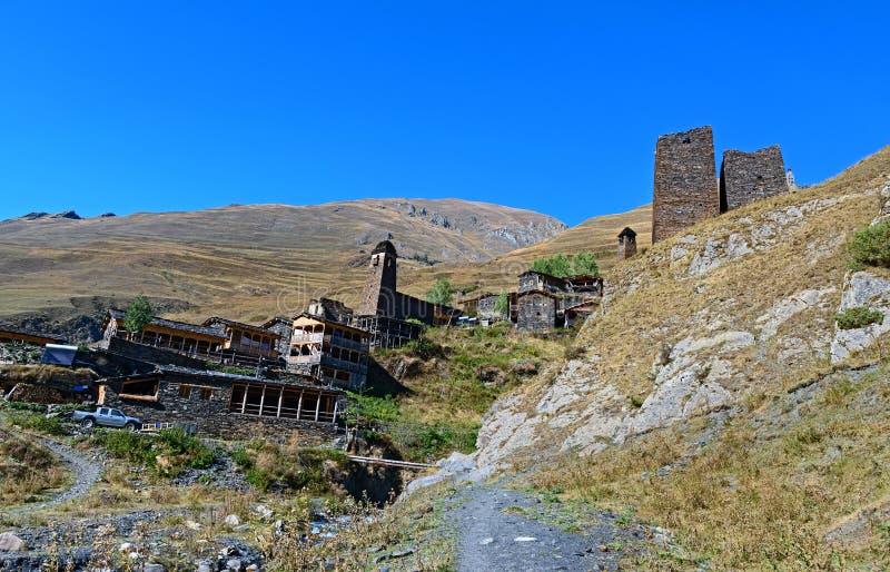 Altes Dorf Dartlo im Tusheti-Naturreservat georgia lizenzfreie stockbilder