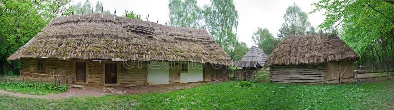 Altes Dorfhaus im Museum der Volksarchitektur und des ländlichen L lizenzfreie stockfotografie