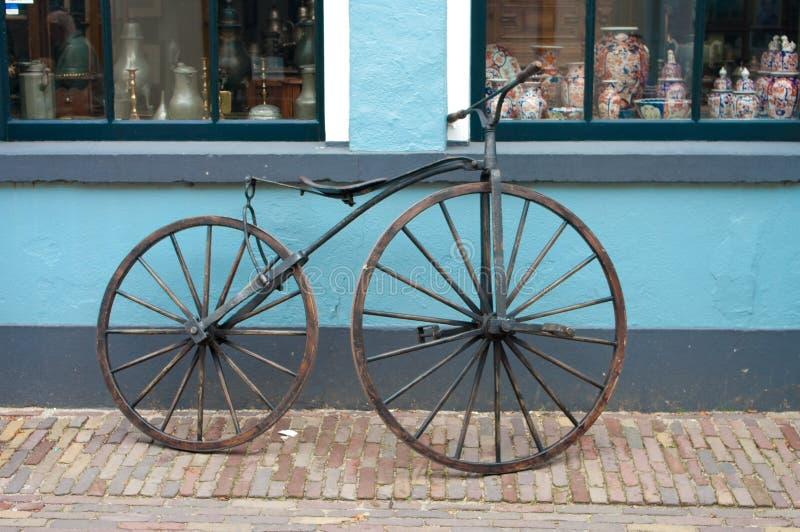 Altes Fahrrad des 19. Jahrhunderts lizenzfreies stockfoto