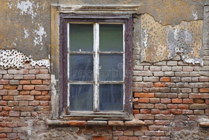 Altes Fenster altes fenster stockfoto bild holz fenster ziegelstein 11657240