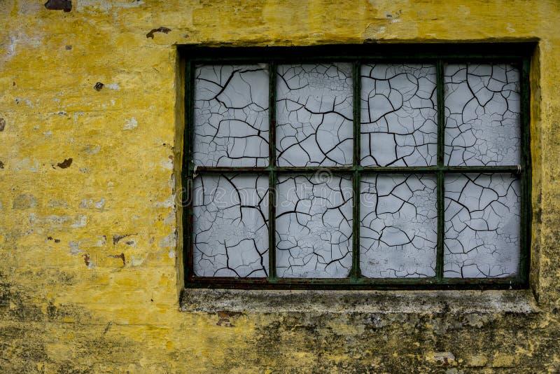 Altes Fenster in einem dänischen Bauernhof lizenzfreies stockfoto