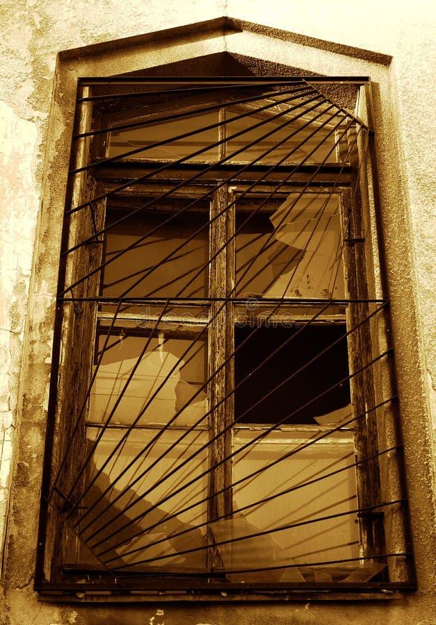 Altes Fenster mit Vergitterungen stockfotos