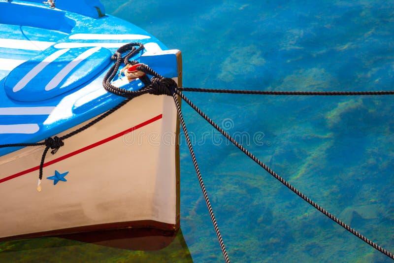Altes Fischerboot in der griechischen Insel Mykonos stockfotos