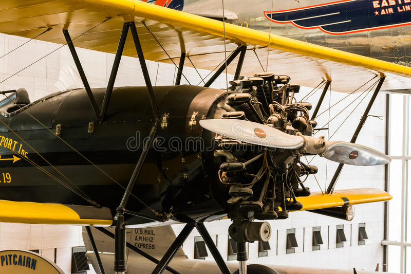 Altes Flugzeug-Roter-Propeller-Geschichtsmodell Museum lizenzfreie stockfotografie