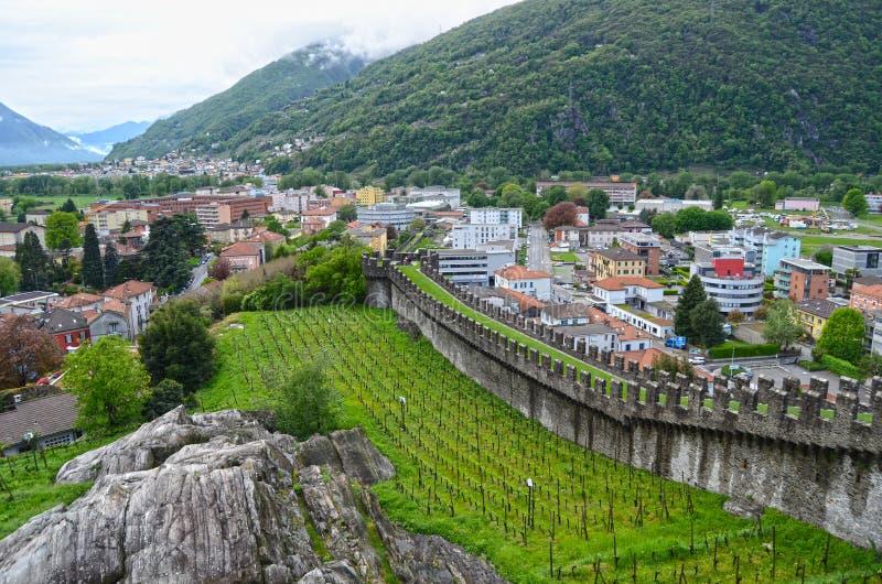 Download Altes Fort in Bellinzona stockbild. Bild von erbe, architektur - 27728493