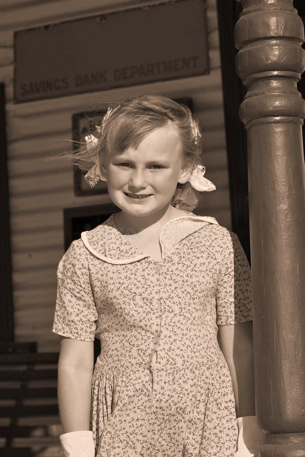 Altes Foto von junges Mädchen Sepia lizenzfreies stockbild