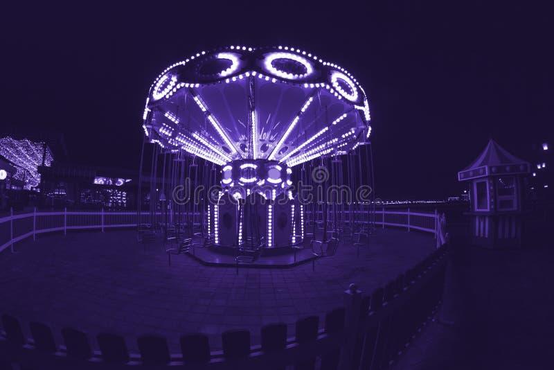 Altes französisches Karussell in der Nacht stockfotos