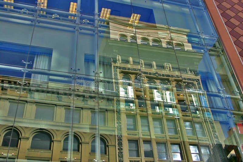 Altes Gebäude-neues Gebäude stockbilder