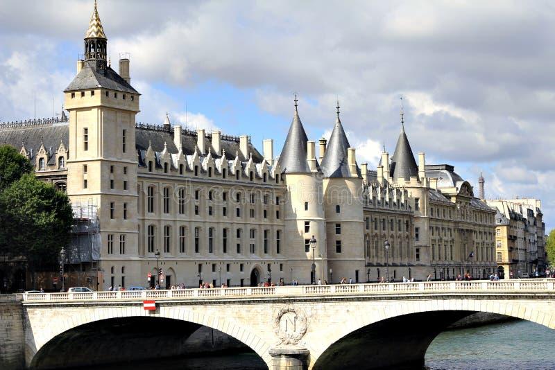 Altes Gebäude in Paris stockfotos