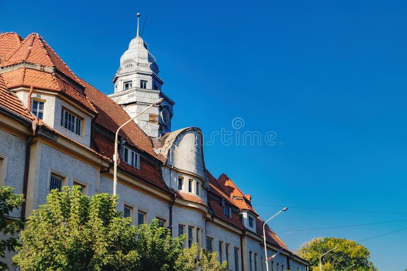 Altes Gebäude in Radauti, Rumänien stockbild