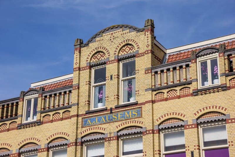 Altes gelbes Gebäude in der Mitte von Culemborg stockfotografie