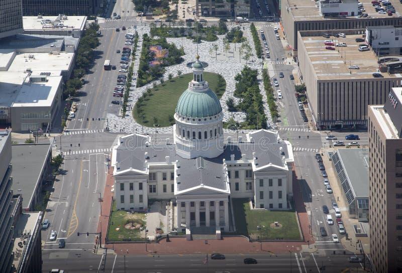 Altes Gericht hat von der Spitze der Bogenstadt St. Louis gesehen stockfotos