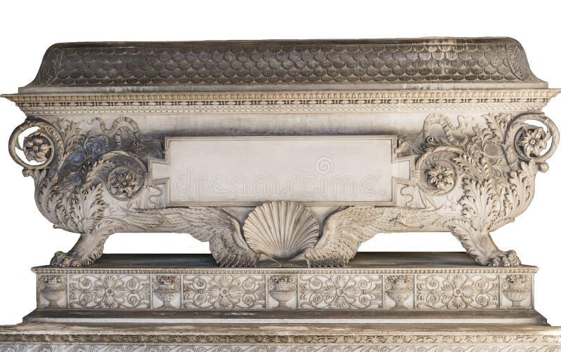 Altes Grab/Grab mit Dekorationen und Blumen- und Tiermotiv stockfoto