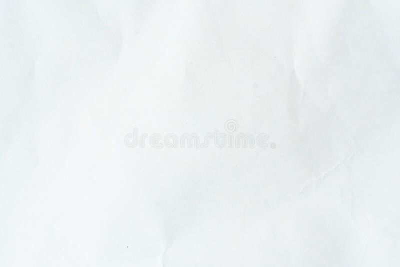 Altes graues eco zerknitterte Zeichenpapierkraftpapier-Hintergrundbeschaffenheit im weichen wei?en helle Farbkonzept f?r Seitenta lizenzfreies stockbild