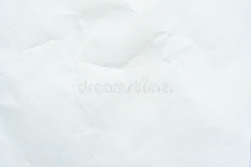 Altes graues eco zerknitterte Zeichenpapierkraftpapier-Hintergrundbeschaffenheit im weichen wei?en helle Farbkonzept f?r Seitenta lizenzfreies stockfoto