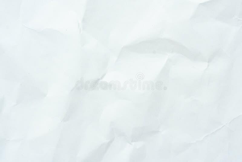Altes graues eco zerknitterte Zeichenpapierkraftpapier-Hintergrundbeschaffenheit im weichen wei?en helle Farbkonzept f?r Seitenta stockfotos