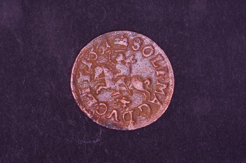 Altes Großherzogtum des Litauen-Münzenschillings auf dem schwarzen Hintergrund stockfotografie