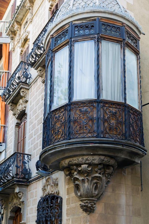 Altes hölzernes Erkerfenster lizenzfreie stockbilder