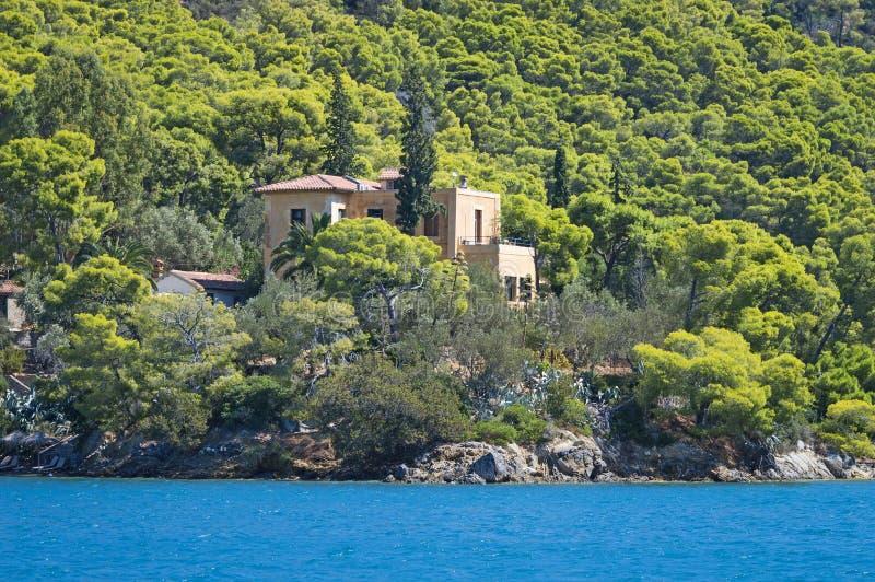 Altes Haus am Meer, Insel Poros stockfotografie