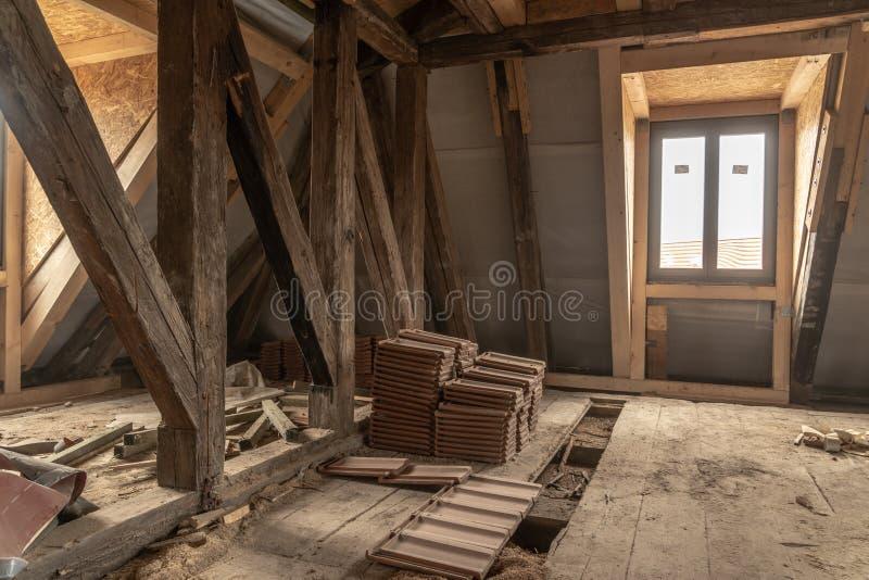 altes Haus wird weitgehend erneuert stockfoto
