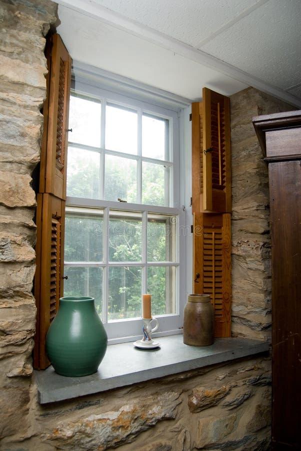Altes Hausfenster lizenzfreies stockfoto