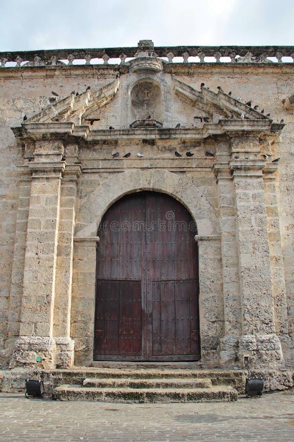 Altes Havana, Kuba: Säulenhalle von San Francisco de Asis Church und Kloster lizenzfreies stockfoto