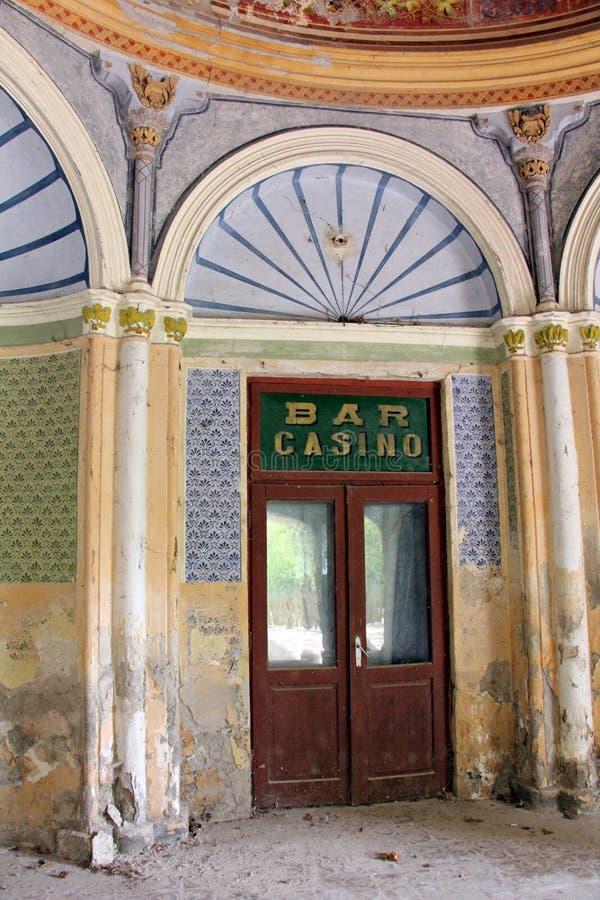 Altes historisches barockes verlassenes Gebäude - Kasino Baile Herculane stockfotografie