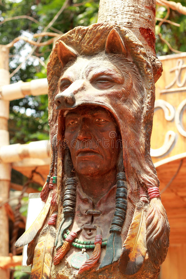 Altes Holz geschnitzt vom Kopf des indischen Leiters stockbilder
