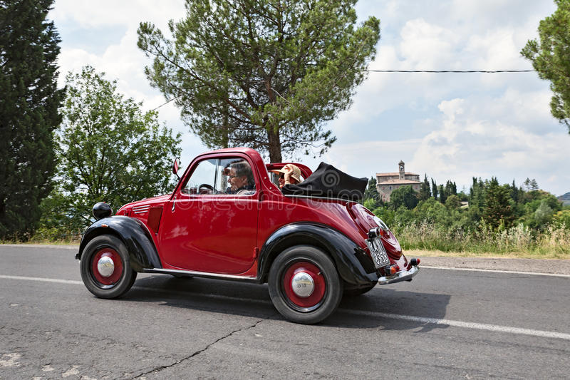 Altes italienisches Auto Fiat 500 Topolino stockfotos