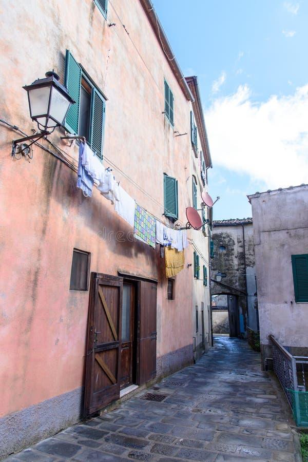 Altes italienisches Dorf stockbild
