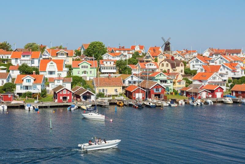 Altes Küstendorf auf der schwedischen Westküste lizenzfreie stockbilder