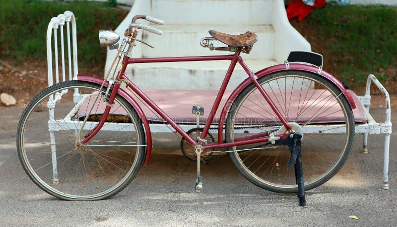 Altes klassisches Fahrrad stockfotos