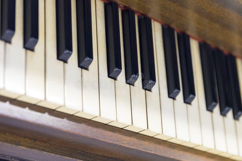 Altes Klavier der Weinlese Nahaufnahme von Tasten stockfoto