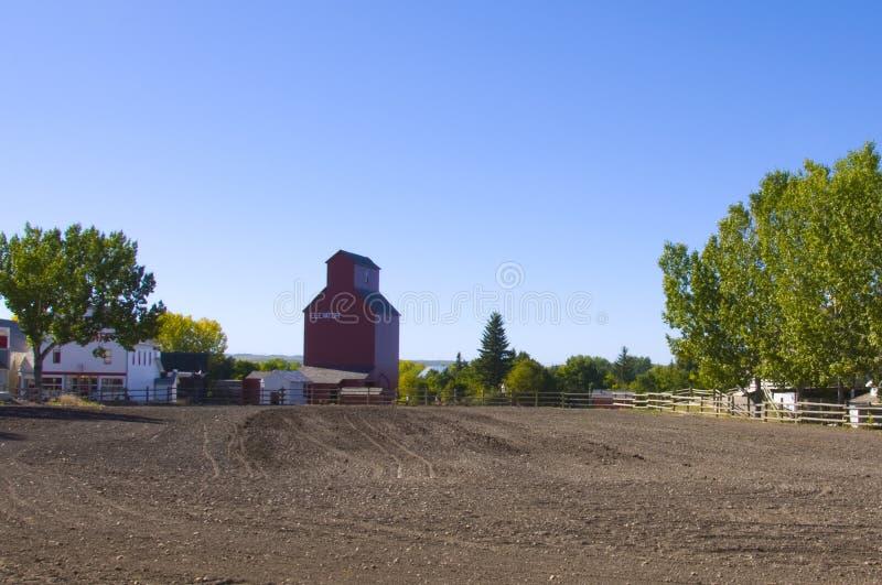 Altes Kornhöhenruder auf prarie lizenzfreies stockbild