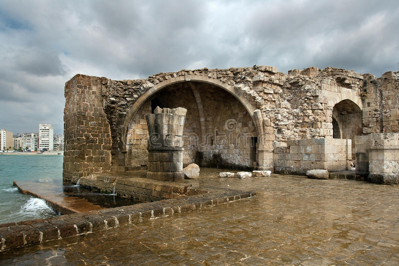 Altes Kreuzfahrerschloss des 13. Jahrhunderts in das Meer in Saida, Leba lizenzfreies stockbild